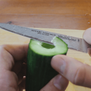 cuting-cucumber-garnish