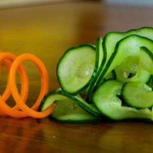 sushi-garnish-amzing-carrot-slinky-and-cucumber-swirly